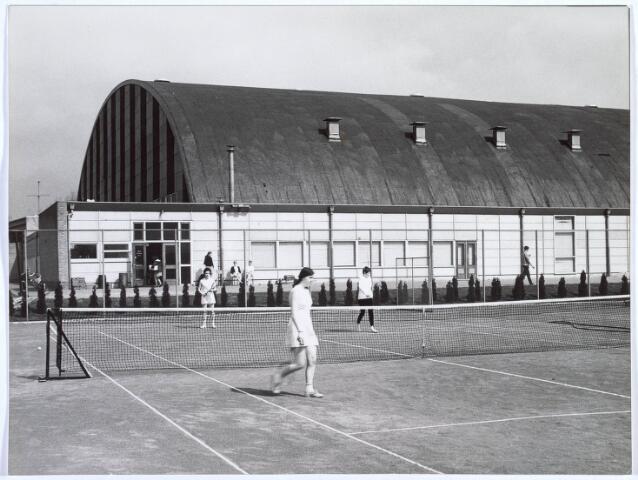 019784 - Stadssporthal met tennisveld aan de Goirleseweg