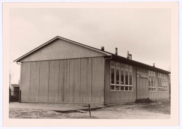 018766 - Houten noodschool aan de Generaal Smutslaan eind 1966