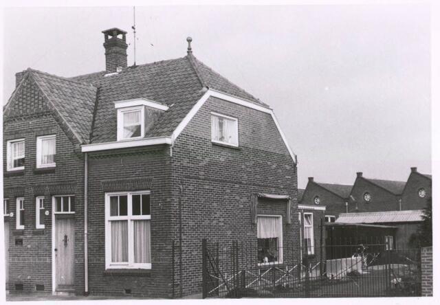 027687 - Oude Lind 30. Huis van Gerrits, NSB-politieman.