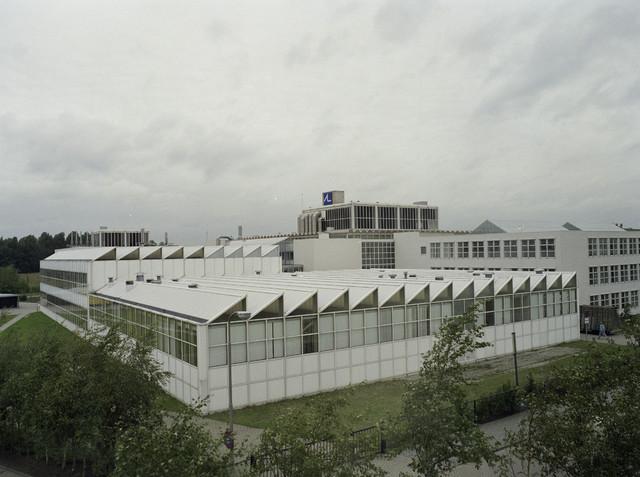 TLB023000408_001 - Mollergebouw naar ontwerp van de Amsterdamse Architect Cees Dam. Hierin werd in 1986 het Mollerinstituut gevestigd. Dit instituut was de lerarendagopleiding die in 1970 door de RK Leergangen werd gestart. Het instituut is vernoemd naar dr. Hendrik Moller als eerbetoon aan de oprichter van de Leergangen. Sinds 1996 maakt het Mollerinstituut deel uit van de Fontys Lerarenopleiding Tilburg (Fontys Hogescholen).
