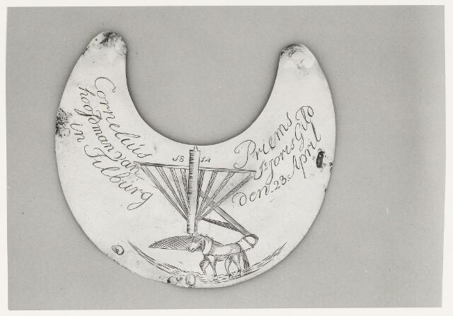 067007 - Schuttersgilden. Gilde Sint Joris. Koningsschild van Cornelis Priems  geboren Tilburg 1750, overleden Tilburg 20 december 1814. Landbouwer, olieslager met een rosmalen aan de Oerlestraat, hoek Trouwlaan.