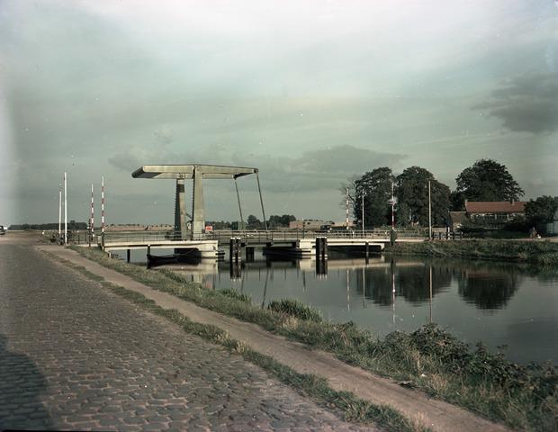 653713 - Topografie. Brug over het Wilhelminakanaal