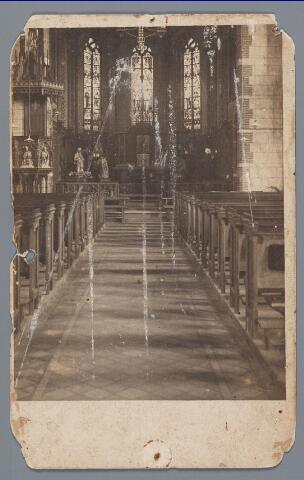 057886 - Gilze, interieur R.K. kerk omstreeks 1918 voor de verbouwing in 1933.