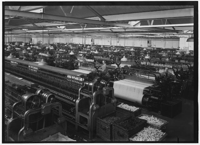 050923 - Textielindustrie. Interieur wollenstoffenfabriek Triborgh aan de Bisschop Zwijsenstraat.