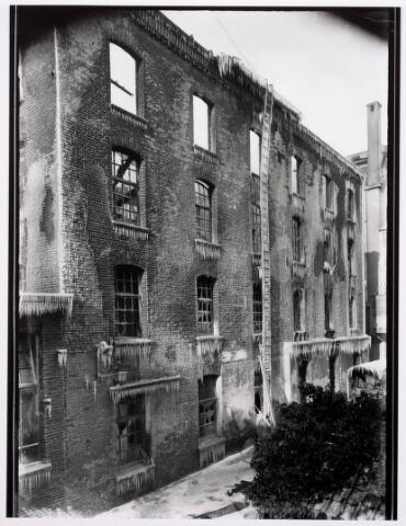 035204 - Brand: Op 25 januari 1933 brande het meelfabriek van Van Loon Meelfabriek aan de Willem IIstraat alsmede een kamgarenfabriek geheel af