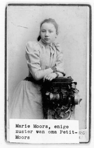 048457 - Maria Mathea Johanna Moors, dochter van slager Martinus Jacobus Moors en Petronella Brekelmans, geboren te Tilburg op 2 februari 1875 en ongehuwd overleden te Utrecht in het St. Antoniusgasthuis op 17 oktober 1933. (reproductie; origineel niet in collectie aanwezig)