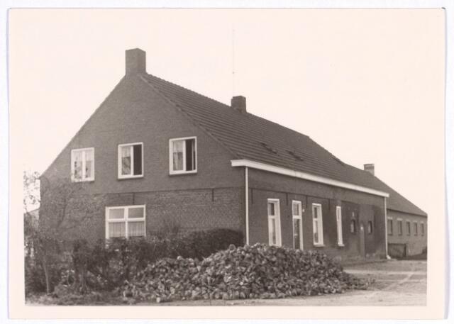017805 - Boerderij aan de Rielseweg (thans Dr. Hub. van Doorneweg) eind 1968