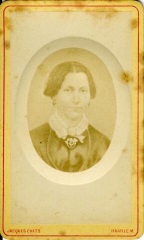 092926 - Margaretha Reijners, (Druten 1830-Tilburg 1875) echtgenote van de Tilburgse wolhandelaar Franciscus Gerardus Wouters. Waarschijnlijk een repro van een oudere daguerrotypie.
