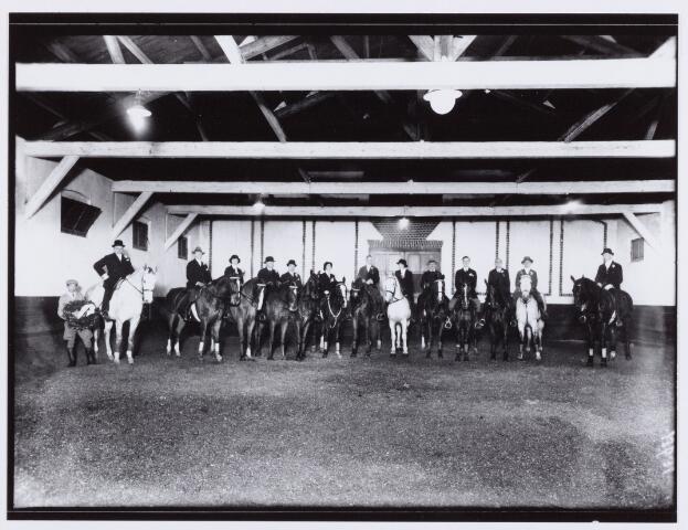 053854 - Sport. Paardrijden. Installatie Dhr Schumann als manegedirecteur bij de Tilburgse Rijvereniging