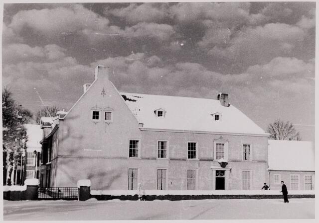 084381 - Zijaanzicht van het pand Vrijthof 27. woning van de Beekse huisarts dr. H. Ruhe.