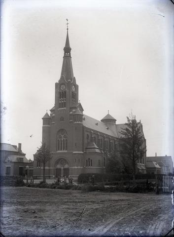 653807 - Religie. Kerk van de H. Antonius van Padua.Van deze foto is later een ansichtkaart uitgegeven.