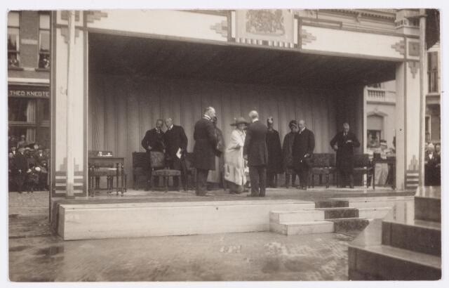 053287 - Koninklijke Bezoeken. Onthulling van het standbeeld van Willem II in aanwezigheid van koningin Wilhelmina.