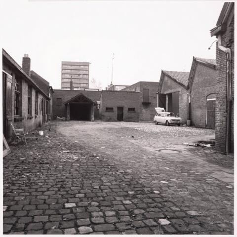 033620 - Gedeelte van het bedrijf Jurgens Textiel aan de Tuinstraat 47a-49; op 8 januari 1976 werd het bedrijf verplaatst naar Berkel-Enschot aan de Gen. Eisenhowerlaan; thans ten behoeve van de woningbouw aan het Spinnerspark geheel afgebroken