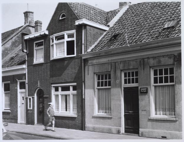 024141 - Panden Prinses Sophiastraat 42 (links) en 44 (rechts). In het laatstgenoemde huis woonde schilder Chris Luyben