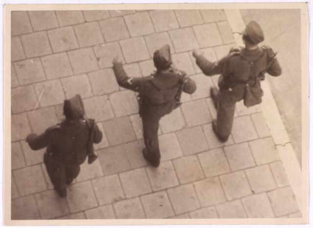 013187 - WO2 ; WOII ; Tweede Wereldoorlog. Terugtocht. Tot op de laatste dag hielden de Duitsers patrouilles in de stad