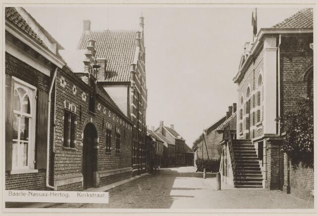 084534 - Straten. Kerkstraat. Links de Pastorie. Rechts Gemeentehuis