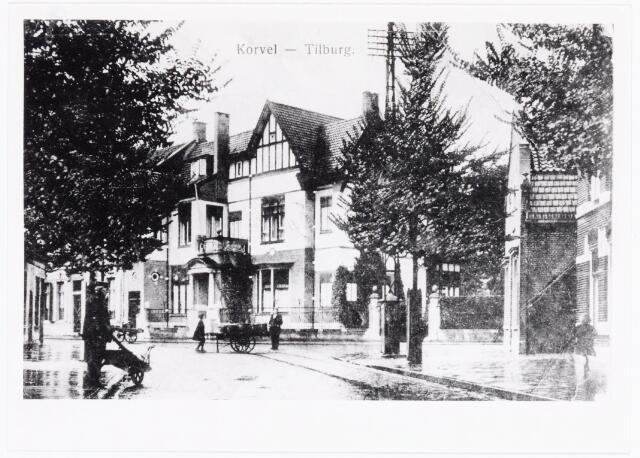 040090 - Korvelseweg bij het Korvelplein. Rechts de ingang van de Diepenstraat.