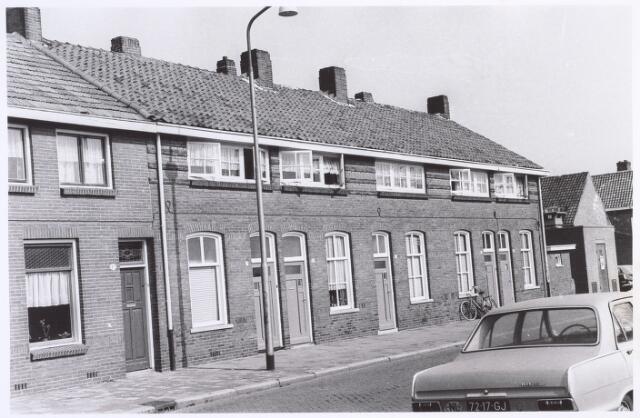017351 - Rijtjeshuizen aan de Christiaan Huygensstraat.