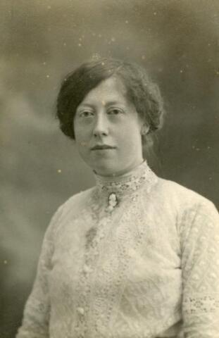 600545 - Petronella Anna Maria Somers, geboren te Tilburg op 17 april 1891, dochter van Antonie Somers en Johanna Keunings. In 1960 verbleef zij in de inrichting Reinier van Arkel te ´s-Hertogenbosch.