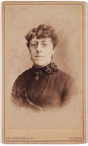 005953 - Clothilde Marie Constance Touwaide-van Tulder, geboren op 22 september 1864 te Tilburg als dochter van architect Hendrikus Jacobus van Tulder en Johanna Maria Ernestina Fremau. Zij was gehuwd met luitenant-kolonel Alfred Touwaide en overleed te Schaerbeek (B) op 9 januari 1937.