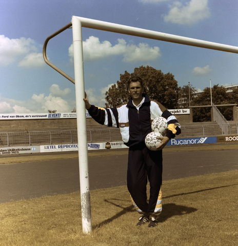 1237_010_672-4_005 - Frank Breugel (Breda 13 December 1957) voormalig keeper (keepers trainer) van Willem ii. Werkt als accountmanager bij Willem ii.