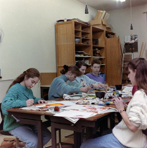 1237_012_974_007 - Onderwijs. Schilderen. De Lage Technische School (LTS) in Gilze in 1993.