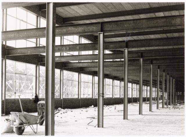 039197 - Volt. Noord. Algemeen, Gebouwen, Nieuwbouw. De zuidzijde van de in aanbouw zijnde hal ND in 1964 bestemd voor de gereedschapmakerij.