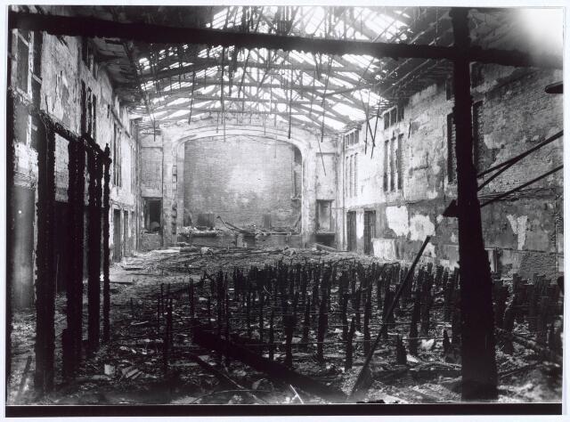 021019 - Op Tweede Kerstdag 1939 brandde de Citybioscoop aan de Heuvel af. Op deze plaats was later The Gallery gevestigd. Bij deze brand kwam de kassier om het leven. In 1941 werd het gebouw verkocht aan de firma Franken-Donders United Aniline Works die aan de Spoorlaan 28 een kantoor had (thans Spoorlaan 334). De bioscoop stond aan de Heuvel 12, thans Heuvelring 37.