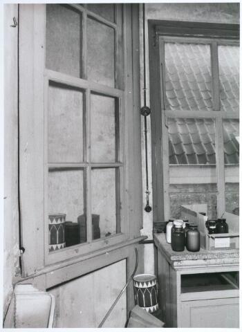 027748 - Oude Markt 8. Apotheek Bijvoet. Laboratorium achterbouw op verdieping. Detailopname