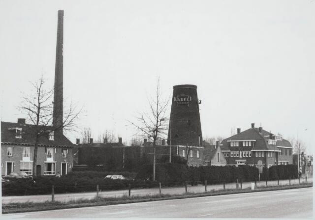 030444 - Ringbaan-Zuid met de molen aan de Broekhovenseweg. Geheel rechts het klooster van de Zusters van Liefde van Moerdijk.
