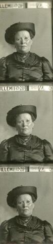601083 - Adriana van Tilburg, geboren te Steenbergen op 5 januari 1862, onwettige dochter van Antonetta van Tilburg, dienstmeid te Tilburg, waar zij op 29 mei 1901 trouwde met bankwerker Franciscus Hubertus Dusée. Zij overleed te Tilburg op 18 februari 1923.
