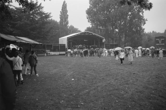 TLB023002409_002 - Optreden in het Leijpark