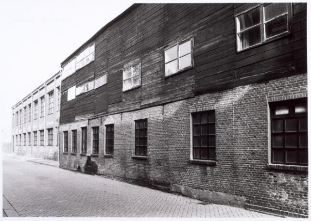 017871 - Chroomlederfabriek Schenkels aan het Wilhelminapark, bezien vanuit de Dr. Nolenstraat eind 1983