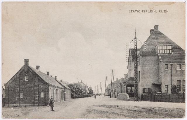 056093 - Rijen. Stationsplein. Openbaar vervoer. Station.