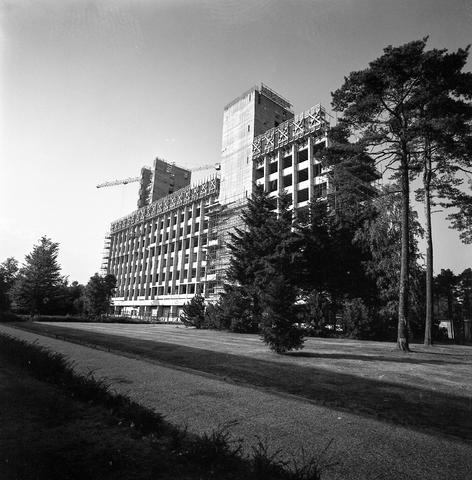 D-001904-1 - Tilburg Totaal: Koopmansgebouw, Tilburg University