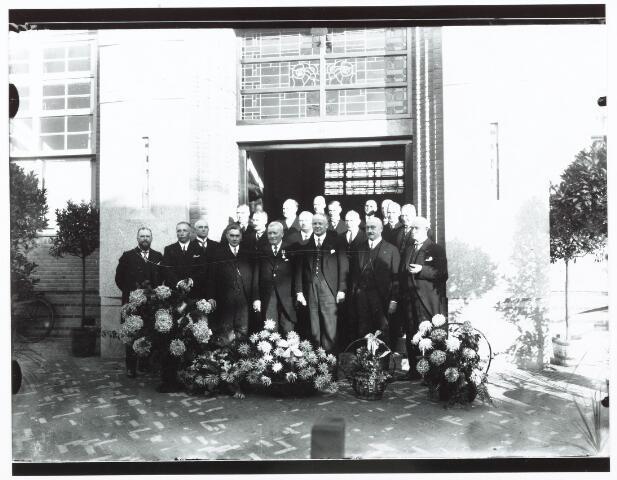 052157 - Onderwijs. Textielschool. Groepsfoto t.g.v. de opening van de Textielschool op 30 oktober 1930.