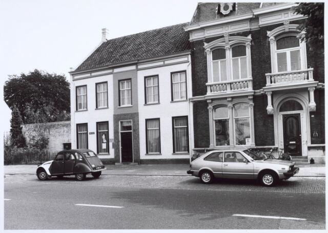 019198 - Voormalig kantoor van wollenstoffenfabriek Gebroeders Franken (links) en een fabrikantenwoning aan de Goirkestraat