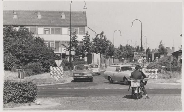 082272 - Kruising Vijf Eikenweg (Oosterhoutseweg) en de Past. Gillisstraat. Deze kruising is nu afgesloten.