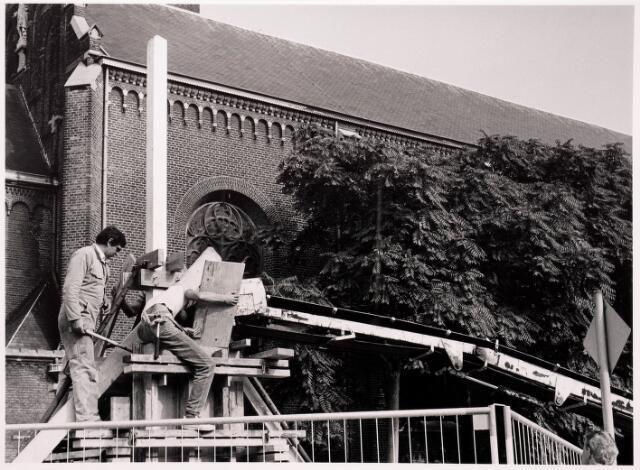 036048 - Stadhuisplein. Gedenknaald Obelisk (links C. van Dijk)