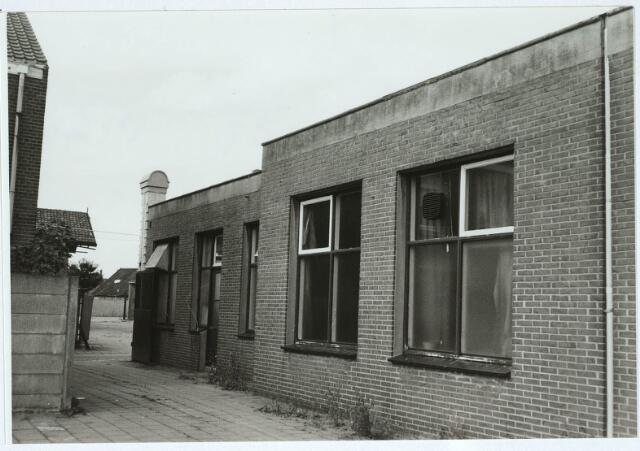 031224 - Winkel voor damesconfectie DOREFA aan het Smidspad.