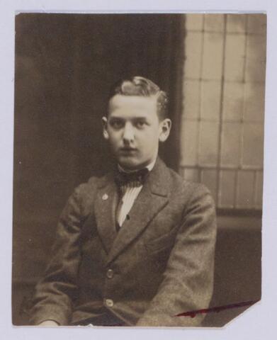 049084 - Franciscus Josephus Bernardus Maria (Frans) de Beer, geboren te Tilburg op 31 mei 1906, zoon van fabrikant Lambertus Th.M. de Beer en Theresia C.H.M. Eras.