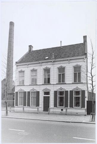 019293 - Fabrikantenwoning gelegen naast het complex van wollenstoffenfabriek C. Mommers. Het is gebouwd omstreeks 1890