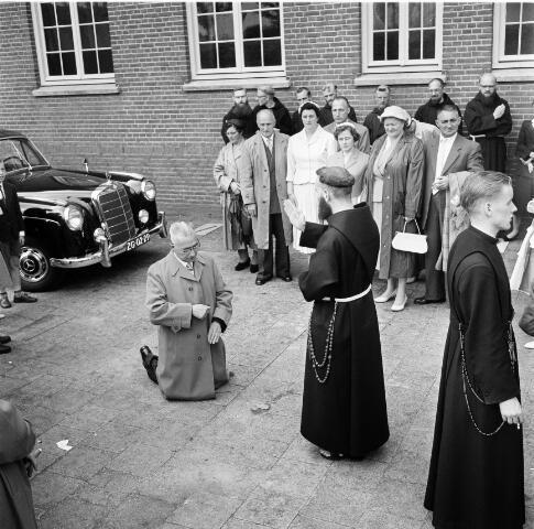 050218 - Priesterwijdingen, paters capucijnen