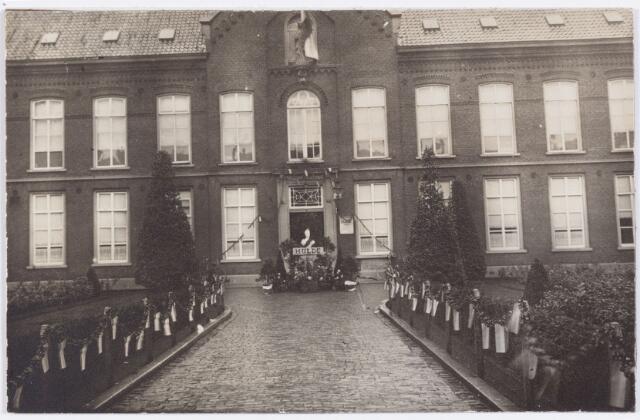 053283 - Elisabethziekenhuis. Koninklijke Bezoeken. Versiering van het St. Elisabeth Gasthuis ter gelegenheid van het bezoek van koningin Wilhelmina