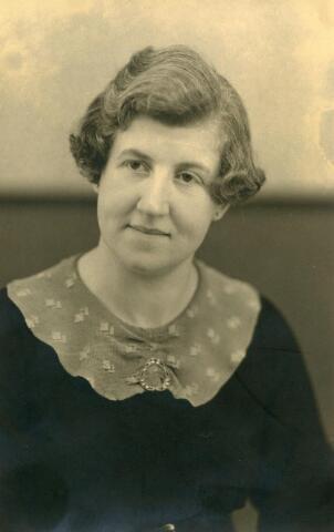600548 - Henrica Petronella Philomena Somers, geboren te Tilburg op 24 juli 1903 en aldaar overleden op 15 maart 1983. Zij was een dochter van Antonie Somers en Johanna Keunings.