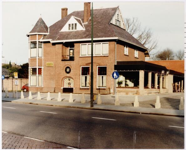 047241 - Pand Tilburgseweg, restaurant de Hovel, gebouwd als villa voor de fabrikantenfamilie Peijnenborg-van de Lisdonk.
