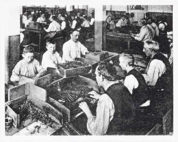 039492 - Sigarenindustrie. Koninklijke Ned. Sigarenfabriek Eugéne Goulmy de Baar Den Bosch ± 1915).