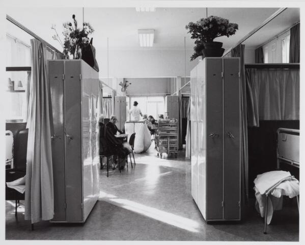 041782 - Elisabethziekenhuis. Gezondheidszorg. Ziekenhuizen. Patiëntenzalen in het St. Elisabethziekenhuis.
