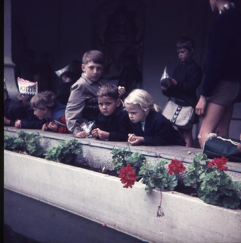 650168 - Gerardus Majellaschool, Hulten. Schoolreisje Efteling rond 1970.