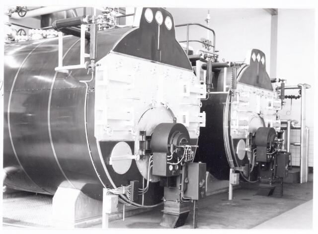 039327 - Volt, Technische Afdelingen/ Bedrijven, Nieuwbouw. Het interieur van het nieuwe ketelhuis AK op complex Zuid dat in 1961 in gebruik is genomen.